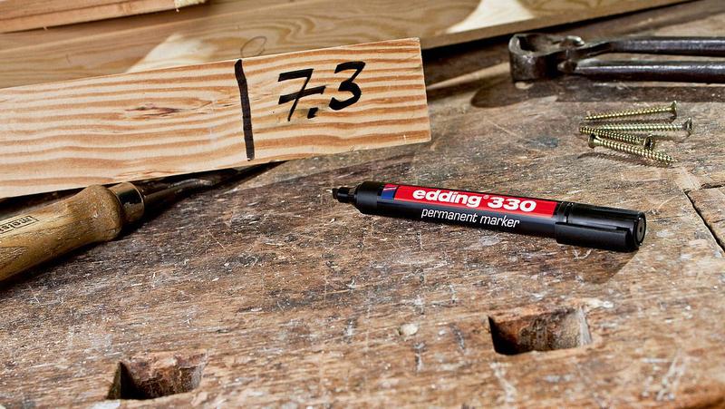 Edding E-330 Permanent Marker with Chisel Nib, Green